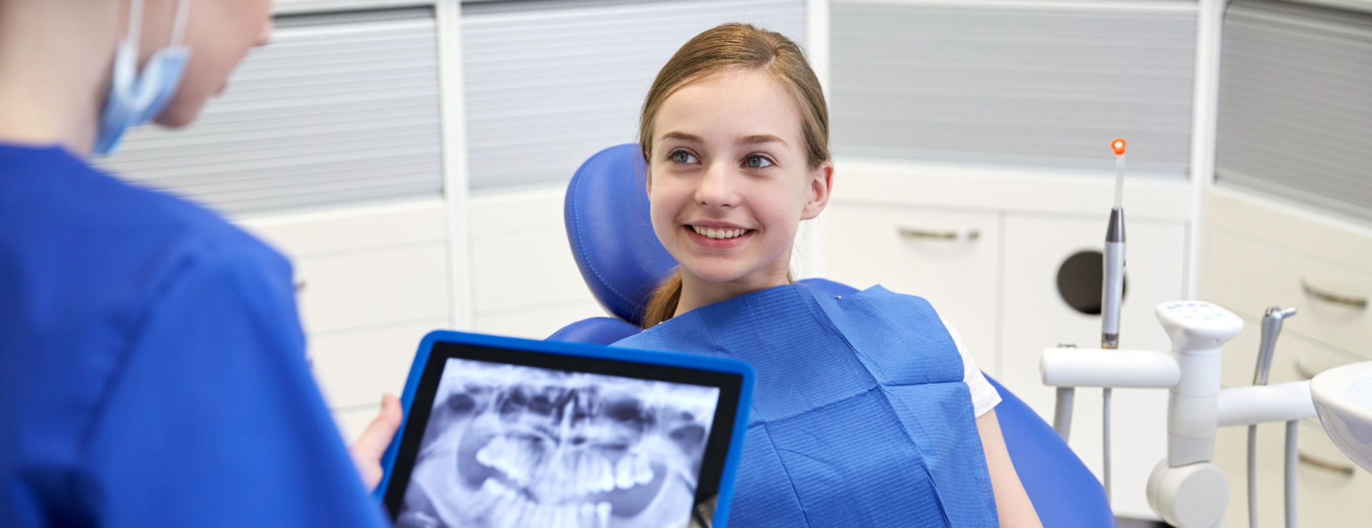 A dentist showing digital x-ray to a patient